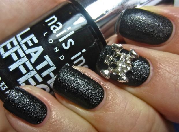 nails inc. Leather Effect swatch skull