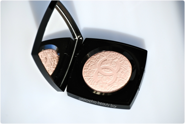 Chanel Illuminating Powder closer