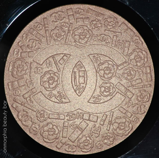 Chanel Illuminating Powder macro