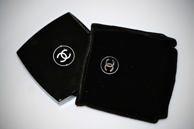 CHANEL Seduction compact & pouch