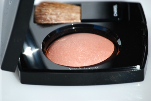 CHANEL Accent blush side