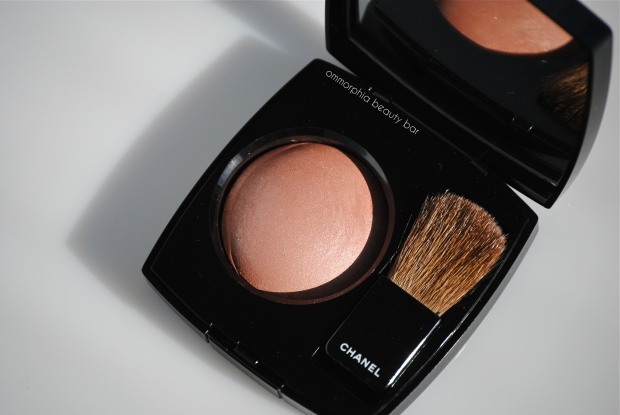 CHANEl Accent blush