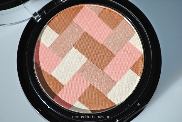Maybelline Light Bronze Hi-Lighting Bronzer macro