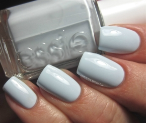 Essie Find me an Oasis swatch 2