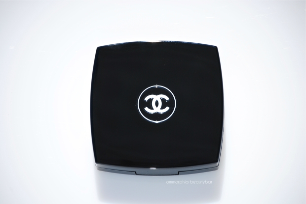 CHANEL Dentelle Precieuse closed compact