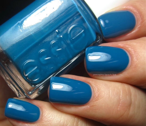 Essie Hide & Go Chic swatch