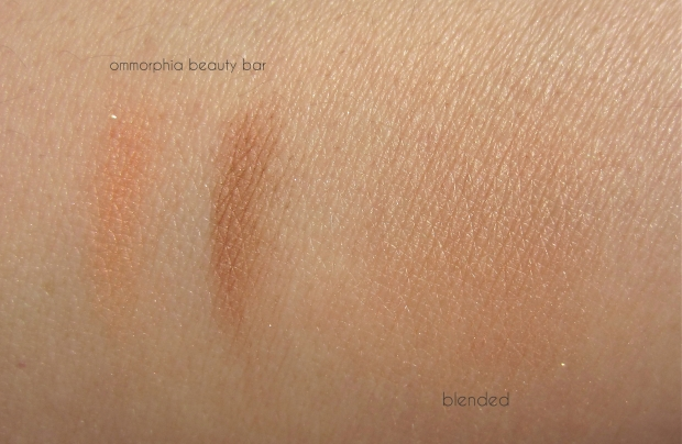 Diorskin Nude Shimmer 01 swatch