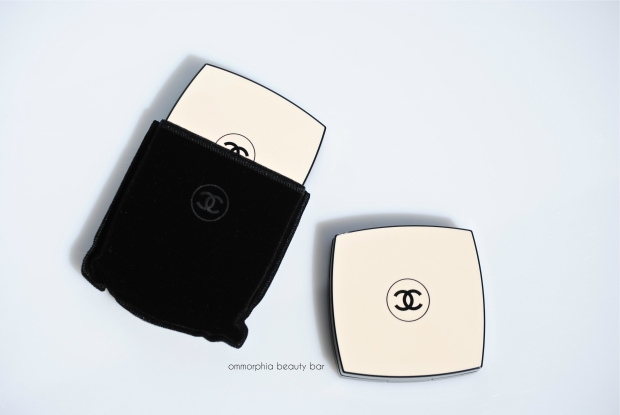 CHANEL Les Beiges Healthy Glow compacts & pouch