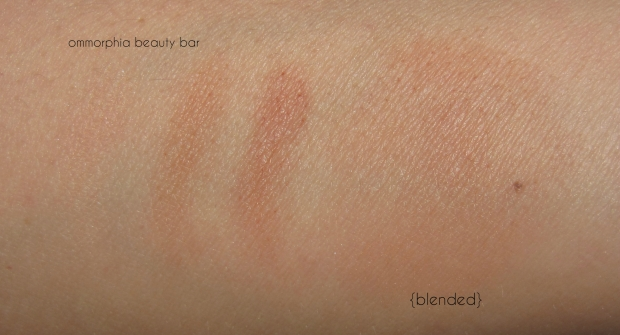 CHANEL Les Beiges Healthy Glow N° 02 swatch