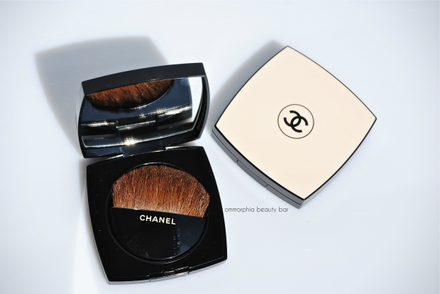 CHANEL Les Beiges Healthy Glow with brush